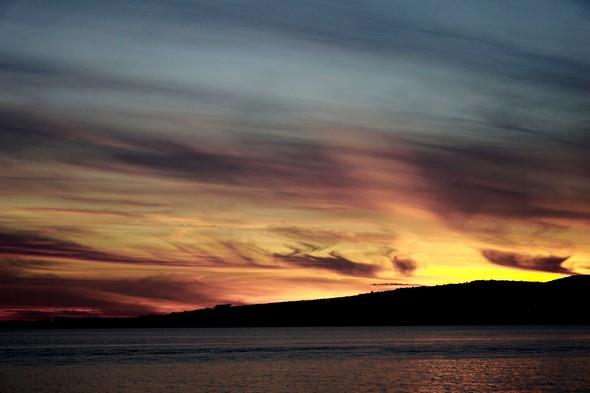 20:01Même vue, mais plus rapprochée et axée exactement sur le point de disparition du soleil.
