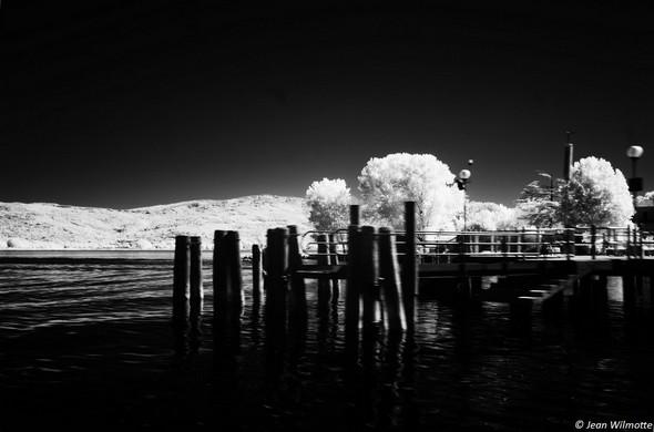 """L'extrémité du débarcadère des """"traghetti"""" à l'Isola Maggiore.07:44."""