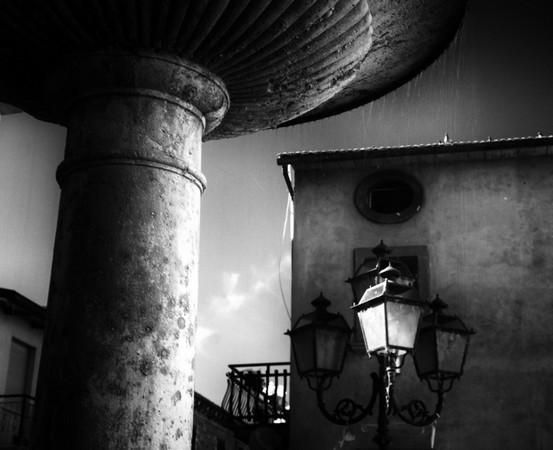 Fontaine & lanterne.