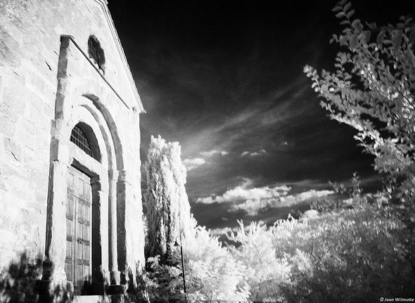 Porte principale de la chiesa di San Salvatore.Situé face à l'ouest, elle bénéficie d'un ensoleillement vraiment idéal au coucher de soleil.