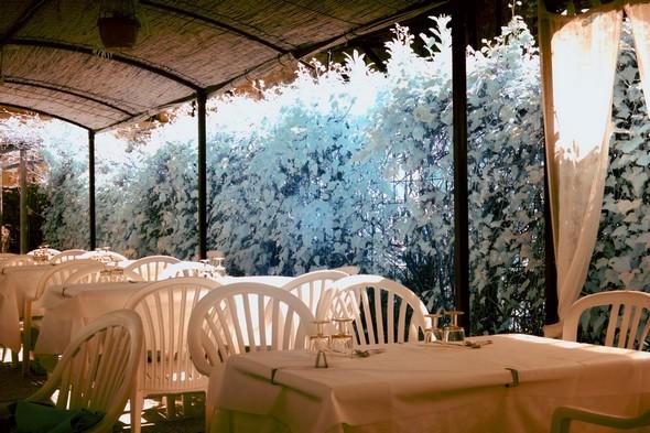 Une des terrasses du restaurant Da Sauro, face au lac.