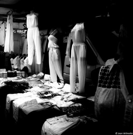Ambiance un peu fantomatique dans les ruelles du marché...