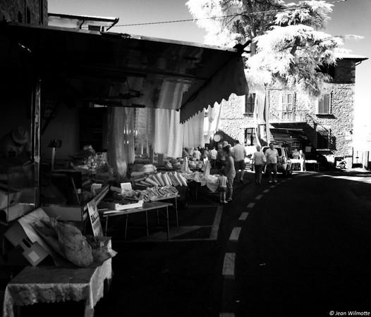 En route vers une des ruelles qui accueillent le marché.