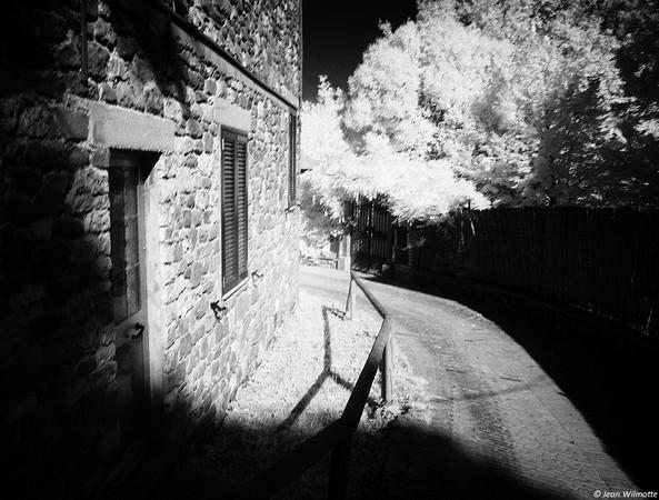 """A l'extrémité nord de la via Guglielmi, à hauteur de l'auberge-restaurant """"Da Sauro"""", l"""