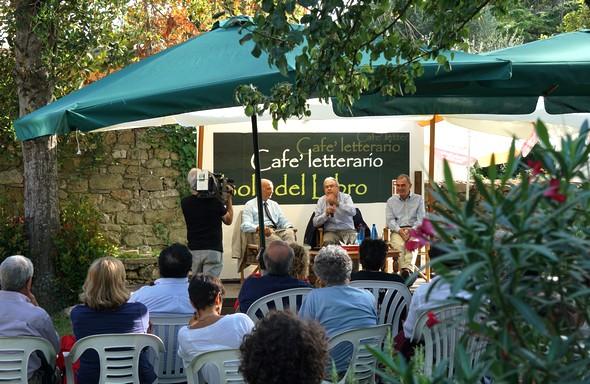 Caffè Letterarionel  suo bello giardino.6 settembre 2015.
