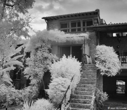 Une des plus jolies maisons de l'Isola Maggiore. Vue arrière, depuis le jardin qui fait face au lac.