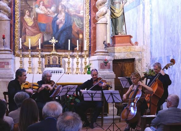 Umbria Ensemle suonando nella Chiesa del Buon Gesù.Isola Maggiore, Isola del Libro.6 settembre 2014
