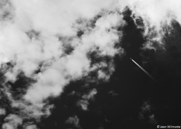 Droit vers les nuages.Photo minimaliste.01/08/2015 - 17:09.