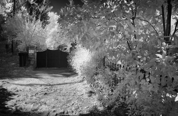 Au début de la montée de la via Tre Martiri, le portail de notre maison.