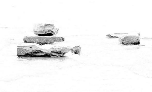 Pierres posées sur la jetée du restaurant L'Oso.But : éviter le soulèvement des planches vu le niveau élevé du lac.Isola Maggiore, 28 avril 2014.