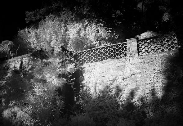 Le mur surplombant la rampe d'accès.