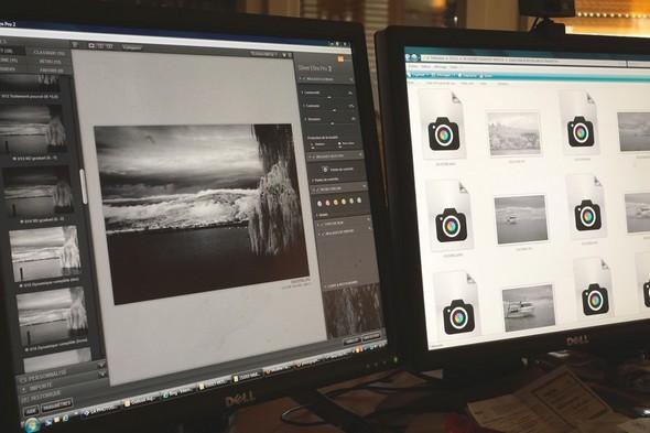 Sur mes deux écrans Dell, travail de post-production des mes photos noir et blanc (via infrarouge)...Le programme utilisé sur l'écran de gauche est Silver Efex Pro 2.