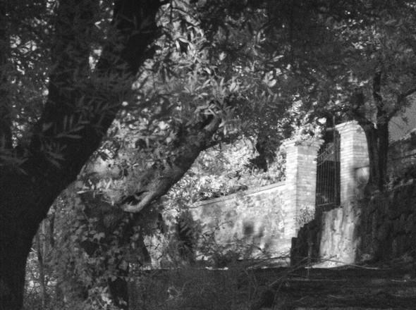Entrée du cimetière.Accolé à la chiesa di San Michele Arcangelo.6/11/2015  17:46