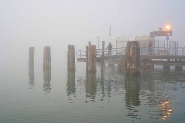 Je contourne l'extrémité du pontile avant de prendre le cap de 145-150° en direction de l'Isola Maggiore.