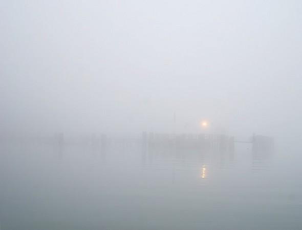 Je me rapproche de l'extrémité du pontile de l'Isola Maggiore.