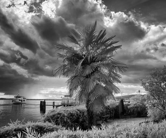 Vue depuis le petit square au pied du débarcadère.Isola Maggiore.
