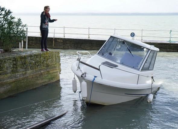 Une dernière traction et voici enfin notre barque arrachée aux griffes du Trasimène.