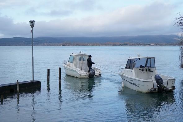 Les deux barques quittent notre darsena...