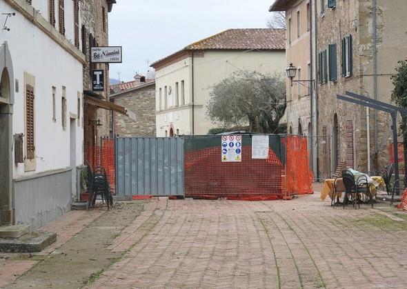 Photo du Sud vers le Nord.Le chantier actif devant le bar de Silvia.