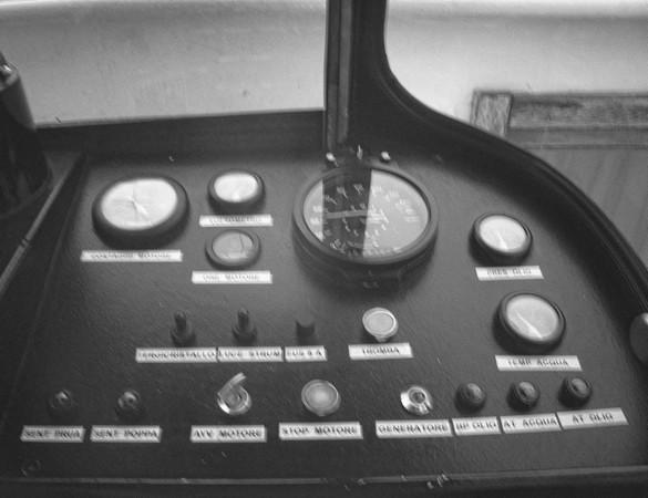 Vue partielle sur le tableau de commande du traghetto.