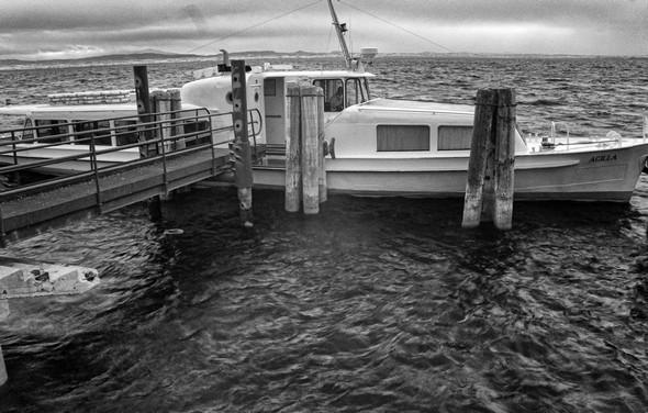 Et voilà !Le traghetto vient de s'amarrer à l'extrémité du débarcadère de l'Isola Maggiore.