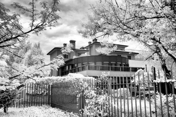 Hôtel Pioppeto, Saronno.Photo noir et blanc par infrarouge.Samedi 16 avril 2016 - 18:18