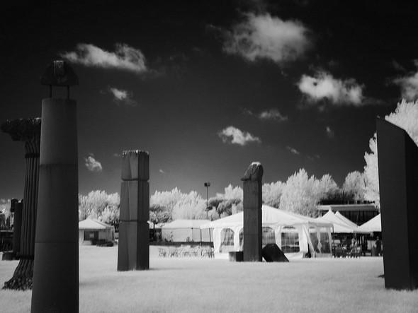 Les belles et imposantes statues du Campo del Sole semble une consituer un mur de protection au devant des espaces occupés par les châpiteaux divers (stands de boissons, de restauration, etc.)