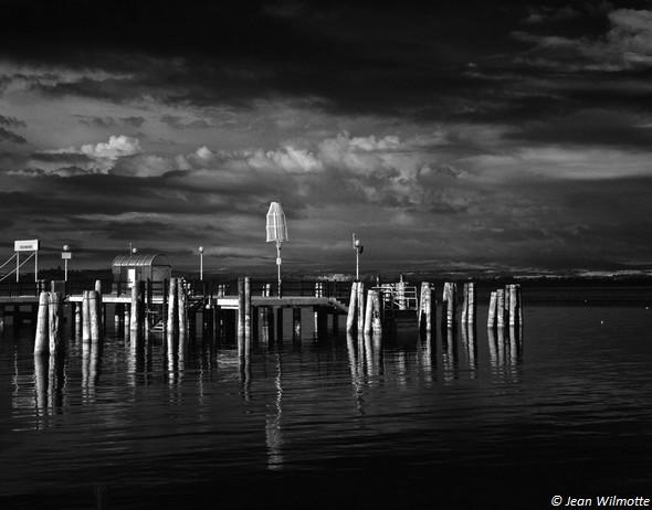 """PHOTO 2Extrémité du ponton des """"traghettis"""".Ce ponton borde les darses du côté sud."""