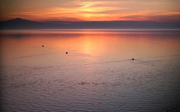 Depuis mon bureau, vue du coucher de soleil sur le lac Trasimène.mardi 6 décembre 2016   -   17:35
