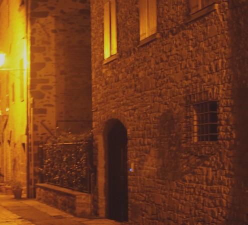 Et pour ne pas terminer sur une note trop lugubre, la photo d'une des belles maisons de l'extrémité sud de la via Guglielmi.18:15
