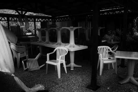 Débâcle des chaises sur une des terrasses de l'ANTICO OROLOGIO.