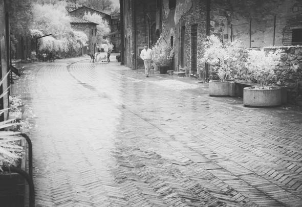 Toujours la via Guglielmi.En direction du sud.Impression inchangé malgré la présence furtive d'un humain (Cristiano) qui semble longer les murs pour ne pas interrompre l'assoupissement de l'Isola Maggiore.