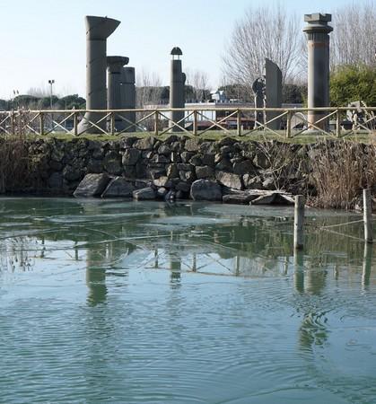4Idem.Au bord de la digue qui protège les statues du Campo del Sole.