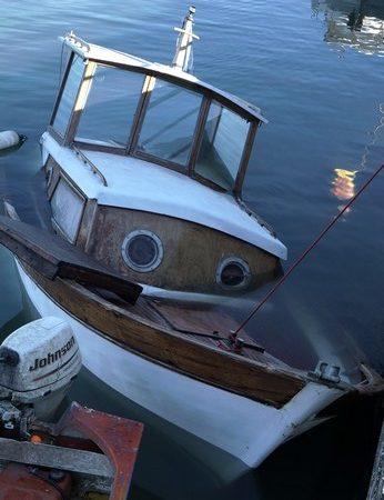 Vista della parte anteriore di questa molto bella barca.