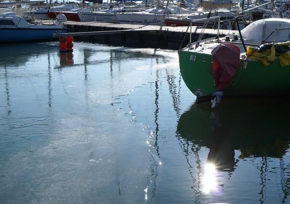12Formation de glace près d'un autre ponton.