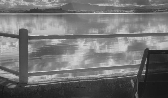 Au bout du jardin, le Trasimène se conduit parfois comme un miroir argenté où l'on ne se lasse pas de contempler le jeu des nuages.19/10/2016