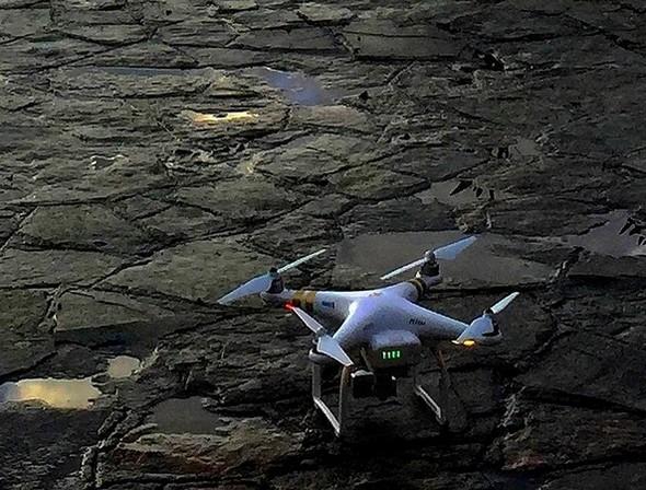 """Le drone photographique.L'enfant chéri de Robert, son """"jouet""""...Hé oui, Robert est aussi un peu """"jouette"""" ..."""