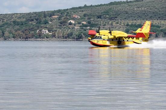 Hydravion de lutte contre les incendies.A l'entraînement sur le lac Trsimène (Ombrie).05/05/2017
