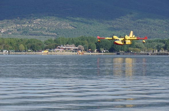 Le contact avec la surface du lac est imminent...