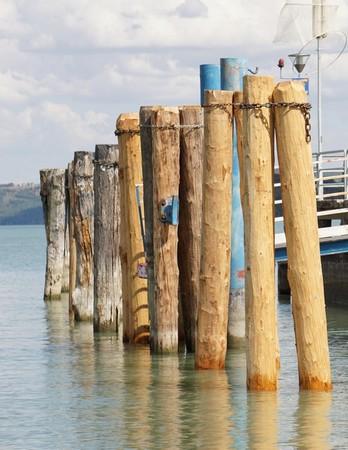 Résultat final du renouvellement des pieux abîmés au pontile de Tuoro-Navaccia.