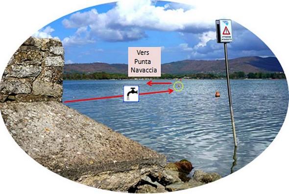 Trajet de la canalisation d'eau sous le lac.Des bouées rouge (encadré en jaune) en signale la présence aux abords de l'Isola (partie la moins profonde!)