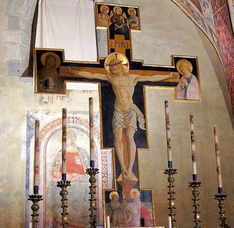 La Madone avec l'Enfant.Sur le mur est de l'abside.Derrière la Croix peinte de Bartolomeo Caporali.1506