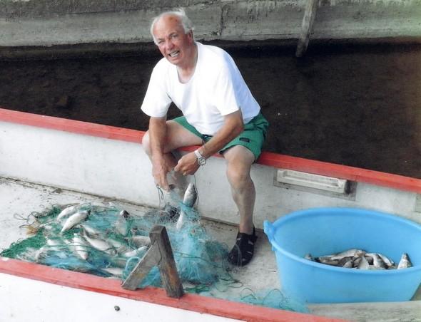 Si potrebbe proclamare un motto proprio agli isolani : pescatore un giorno, pescatore sempre!4 maggio 2011
