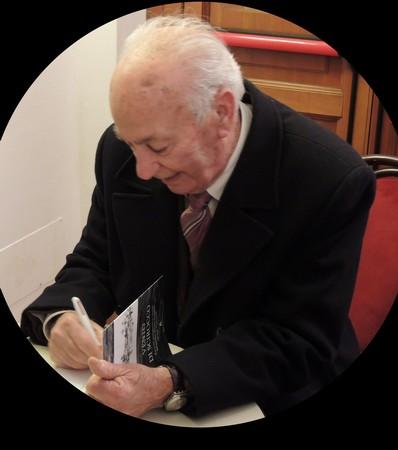 Firma del suo terzo libro. Sala delle Feste, Tuoro-sul-Trasimeno.25 gennaio 2014