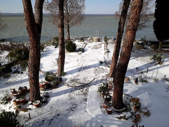 Dans notre jardin, encore une belle neige.Mais le soleil commence déjà à pointer son nez !26/02/2018
