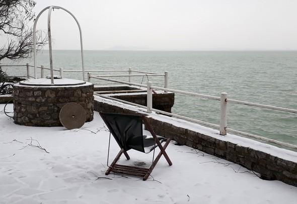 Le lac bordé de neige...Un spectacle assez rare !1 mars 2018  -  07:45