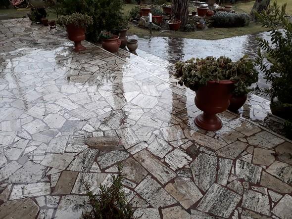 La pluie est passée sur notre terrasse.5 mars 2018 - 17:41