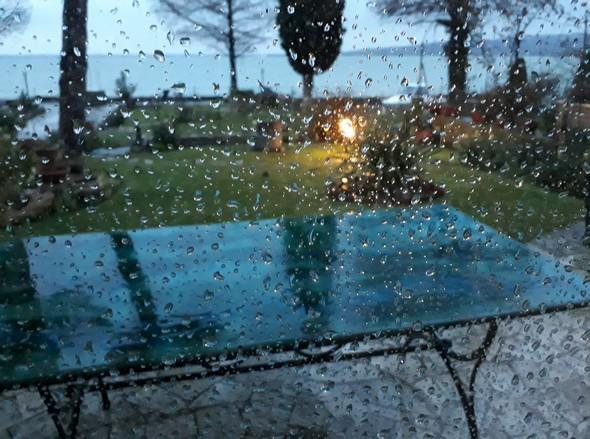 Il commence à sérieusement pleuvoir en fin d'après-midi.16 mars 2018 - 18:15590