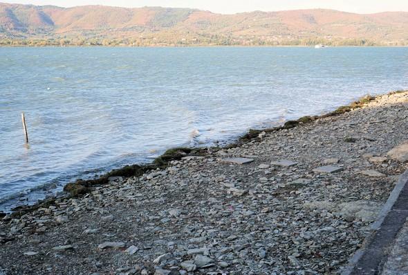 Résultat de la sécheresse au niveau de la plage de l'Isola Maggiore.2 septembre 2017.Moins 0,79 mètre.