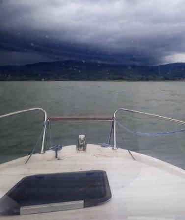 Ayant quitté l'Isola Maggiore, en route vers Tuoro-Navaccia.C'est un peu agité : un vent entre 25 et 30 km/H.15/05/2018 - 14:14